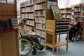 Vyčlenit handicapované studenty? Ne, říká rektor.